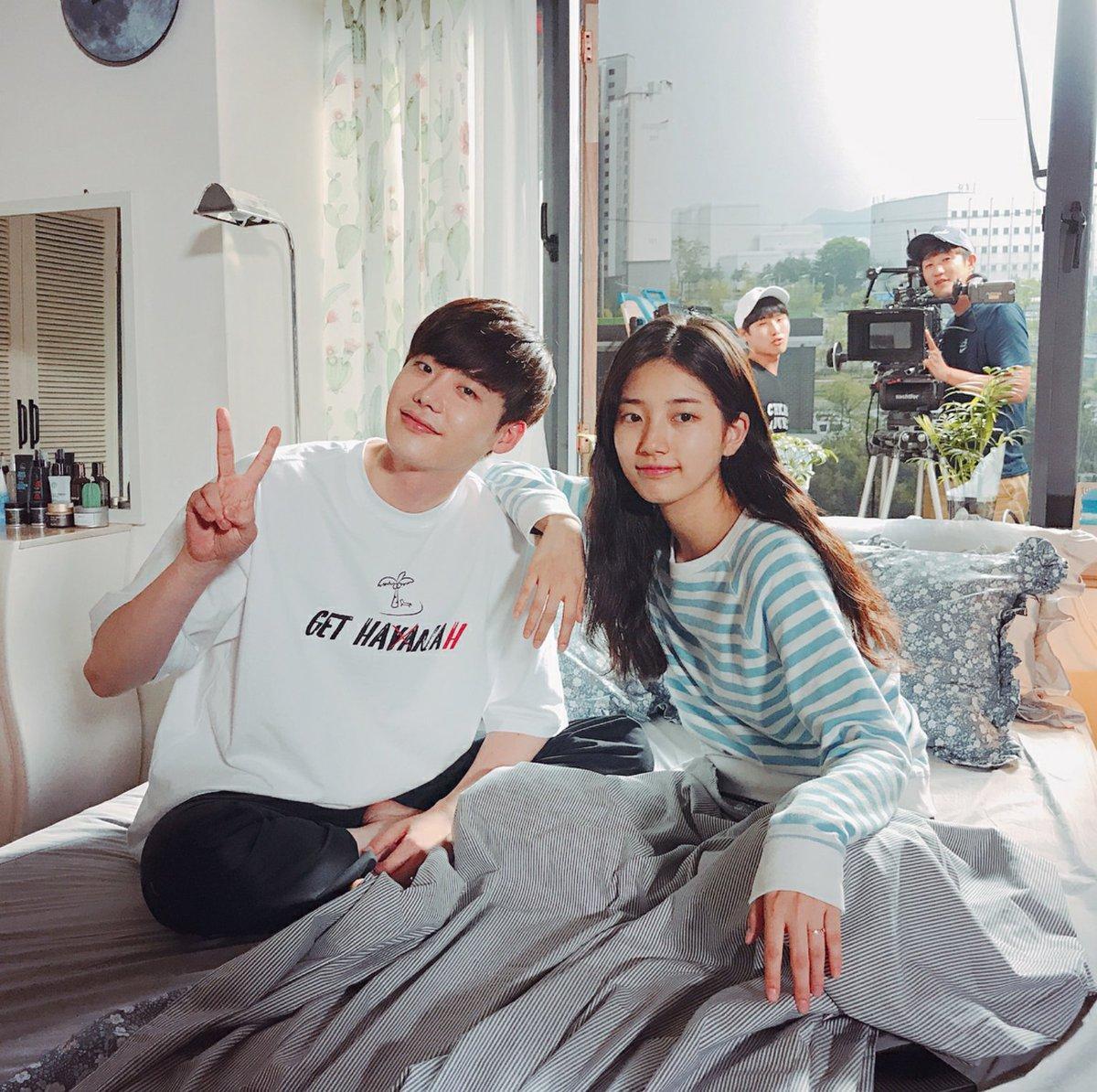 Phim của Suzy, Lee Jong Suk đóng máy, tiết lộ những hình ảnh khiến fan phấn khích-5