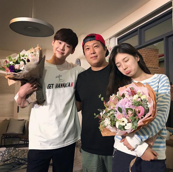 Phim của Suzy, Lee Jong Suk đóng máy, tiết lộ những hình ảnh khiến fan phấn khích-6