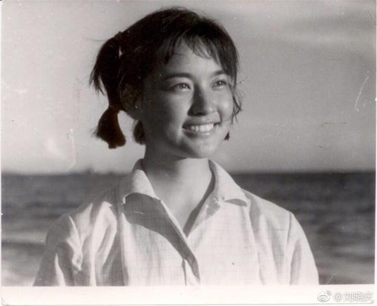 Loạt ảnh năm 14 tuổi chưa từng tiết lộ của 'Võ Tắc Thiên' Lưu Hiểu Khánh-1
