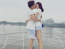 Tin sao Việt 1/8: Trấn Thành khóa môi Hari Won trên du thuyền