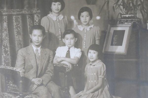 Mãi xuýt xoa về vẻ đẹp các hoàng tử thế giới nhưng ít ai biết Việt Nam cũng có 1 thái tử đẹp thế này-2