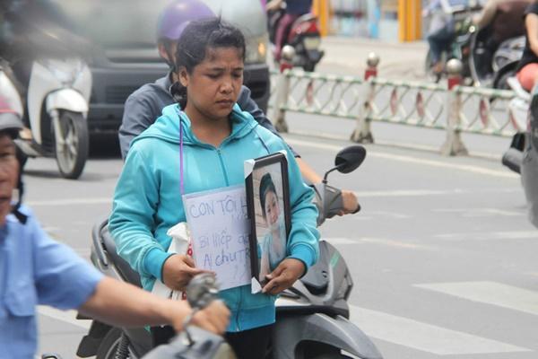 Vụ bé gái 13 tuổi Cà Mau tự tử nghi xâm hại: Mẹ ôm di ảnh con, uất ức cầu cứu VKS tối cao-4