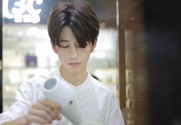 Sở hữu ngoại hình điển trai như idol, nam nhân viên tiệm làm tóc bất ngờ nổi tiếng trên MXH-2
