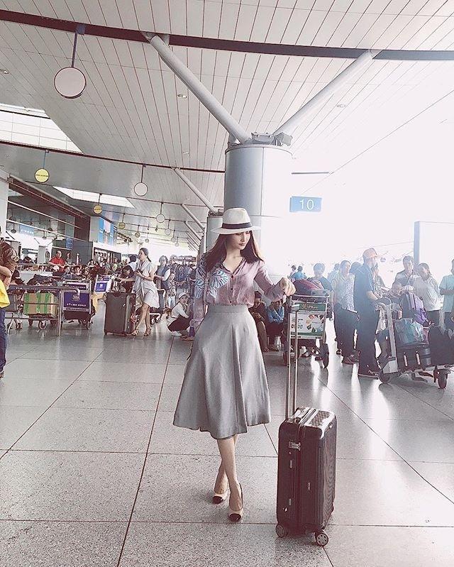 Street style sao Việt: Chán nổi loạn, Angela Phương Trinh chuyển hướng nữ tính không ngờ-7