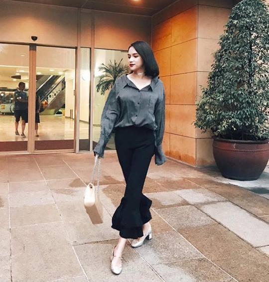 Street style sao Việt: Chán nổi loạn, Angela Phương Trinh chuyển hướng nữ tính không ngờ-5