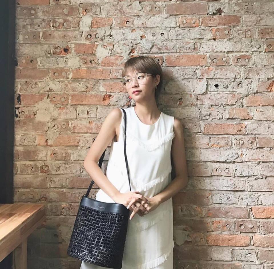 Street style sao Việt: Chán nổi loạn, Angela Phương Trinh chuyển hướng nữ tính không ngờ-10