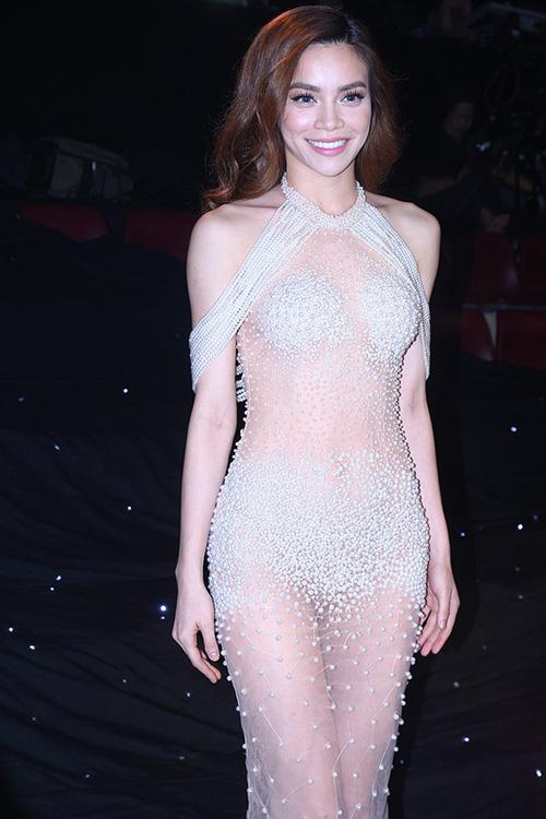 Thiều Bảo Trang diện đồ diễn 'bỏng mắt' chẳng kém gì bộ cánh tai tiếng của Angela Phương Trinh-6