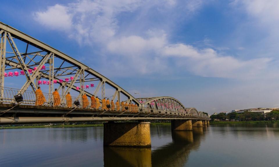 Dấu ấn Việt Nam trên những nhịp cầu nối đôi bờ-6