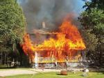 Nhà thờ 130 tuổi cháy rừng rực trong đêm-5