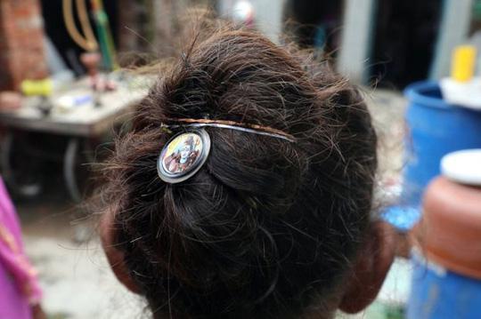 Hàng loạt phụ nữ bị thôi miên rồi 'cướp tóc'-4