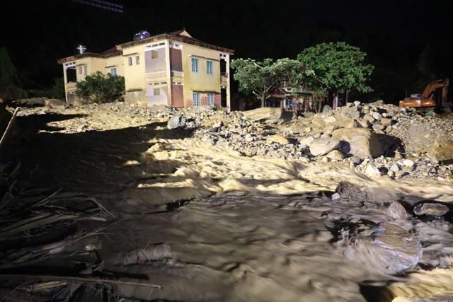 Lũ quét tại Yên Bái: Nhân chứng kể lại giây phút vợ giằng lại con khỏi dòng nước lũ-3