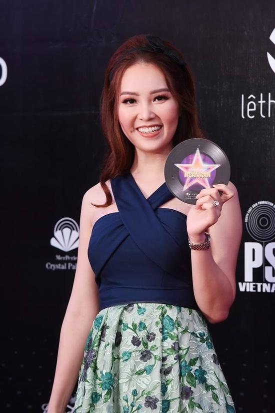 Minh Hằng và người hâm mộ cùng hòa giọng hát 'Ngôi sao cô đơn'-8