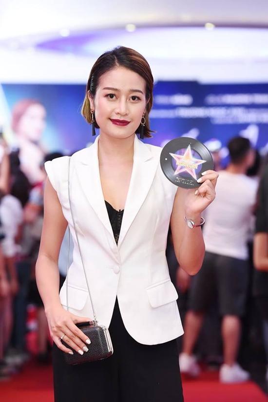 Minh Hằng và người hâm mộ cùng hòa giọng hát 'Ngôi sao cô đơn'-10