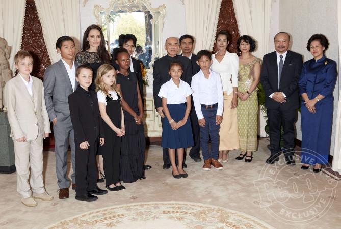 Các con theo Angelina Jolie đi làm từ thiện từ châu Á tới châu Phi-3