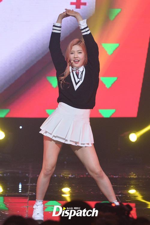 Luôn có một thành viên của Red Velvet phải mặc váy 2 tầng, và nguyên cớ là đây-3