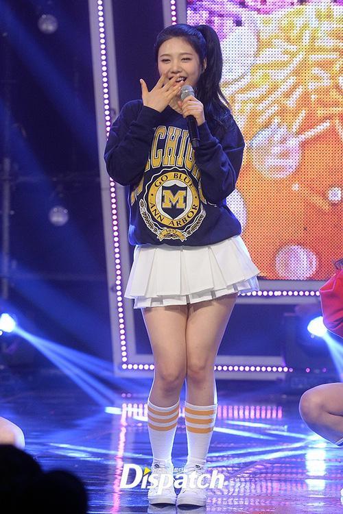 Luôn có một thành viên của Red Velvet phải mặc váy 2 tầng, và nguyên cớ là đây-4