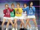 Luôn có một thành viên của Red Velvet phải mặc váy 2 tầng, và nguyên cớ là đây
