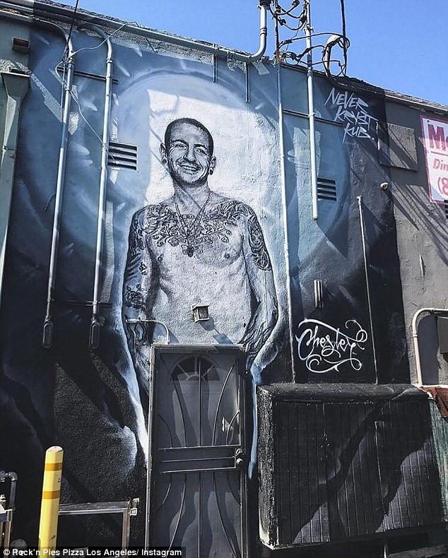 Thủ lĩnh Linkin Park tự tử bằng thắt lưng-2