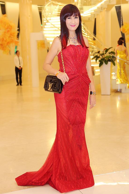 Đức Phúc lạm dụng son phấn, Phi Thanh Vân diện váy 'nhức mắt' trên thảm đỏ sao xấu-11