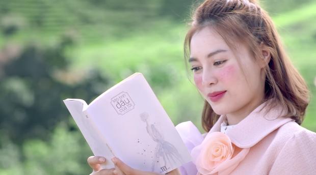 'She Was Pretty' bản Việt vừa tung hình ảnh đầu tiên, Lan Ngọc đã bị chê trang điểm và quần áo quá đà-1