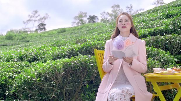 'She Was Pretty' bản Việt vừa tung hình ảnh đầu tiên, Lan Ngọc đã bị chê trang điểm và quần áo quá đà-2