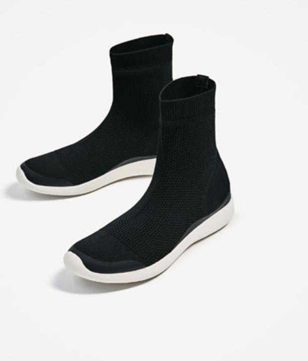 Cùng một kiểu giày: Sơn Tùng chịu chi hàng hiệu, Hà Hồ chỉ bỏ 1/8 số tiền sắm đồ bình dân-2