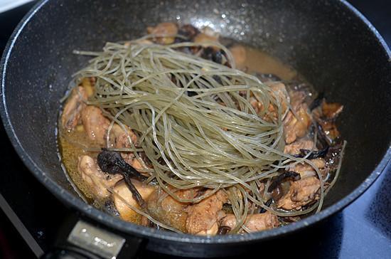 Miến thịt gà om nấm, bữa ăn sáng 'sang chảnh' cũng thèm-7