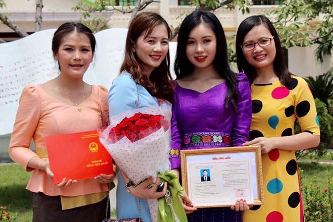 Thiếu nữ Lào xinh đẹp giỏi tiếng Việt, ước mơ làm bác sĩ-5