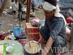Nhói lòng hình ảnh cậu bé 3 tuổi người Mông vừa bị lũ cuốn mất nhà lại có nguy cơ mù mắt-5