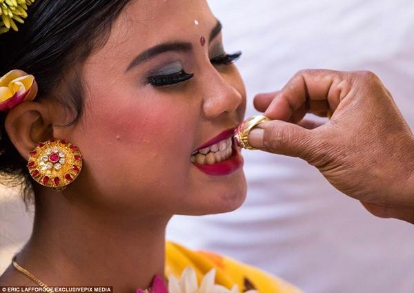 Kỳ lạ: Tục lệ mài răng thiếu niên để xua đuổi tà ma-1