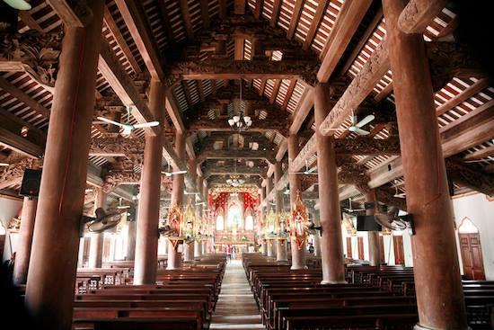 Nhà thờ 130 tuổi cháy rừng rực trong đêm-4