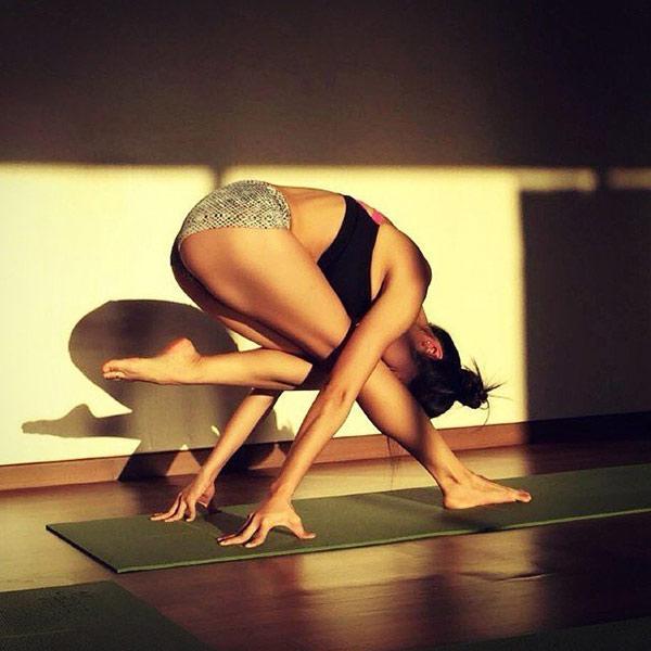 Chân dung cô giáo dạy yoga mặt xinh, dáng chuẩn hút mắt người nhìn-3