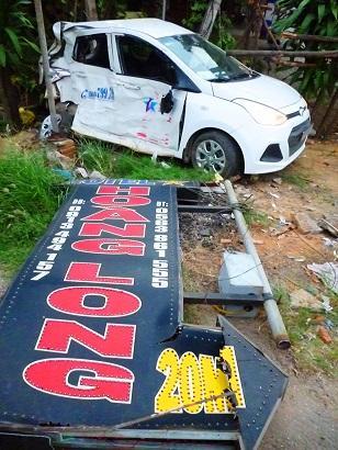Xe khách hất tung taxi văng xa 20 mét, 1 tài xế tử vong-1