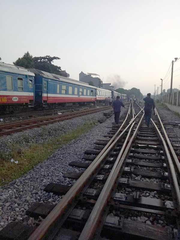 Hà Nội: Lại thêm tàu hỏa trật bánh, vẫn ở ga Yên Viên-1