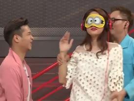 Hương Giang bịt mắt 'giải mã cơ thể' khiến khán giả không nhịn nổi cười