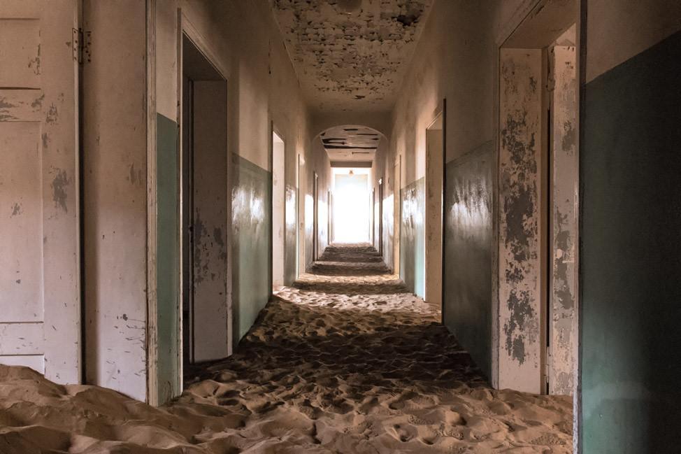 Vẻ kỳ bí của thị trấn bỏ hoang bị sa mạc nuốt chửng-7