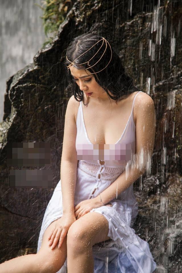 Trọn bộ ảnh nội y phản cảm của Linh Miu bị dân mạng 'ném đá vỡ đầu'-4