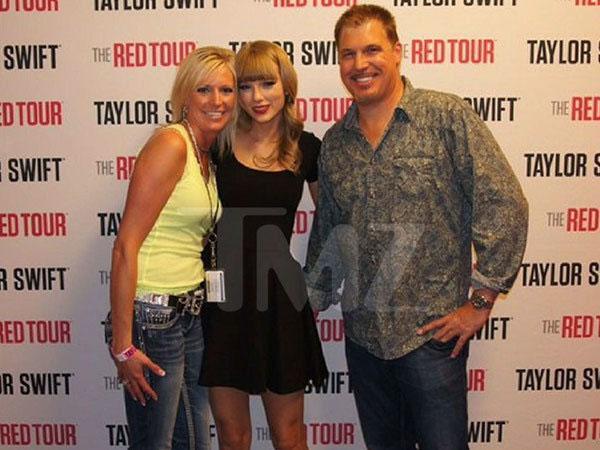 Taylor Swift ra tòa kiện DJ vén váy sàm sỡ vòng ba của cô-1