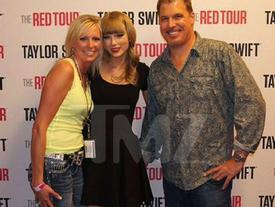Taylor Swift ra tòa kiện DJ vén váy sàm sỡ vòng ba của cô