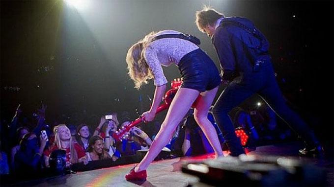 Taylor Swift ra tòa kiện DJ vén váy sàm sỡ vòng ba của cô-2