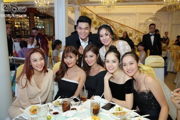 Ngân Khánh từ Singapore về nước sớm dự đám cưới Lê Phương-1