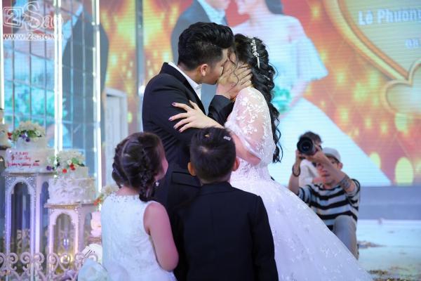 Ngân Khánh từ Singapore về nước sớm dự đám cưới Lê Phương-11