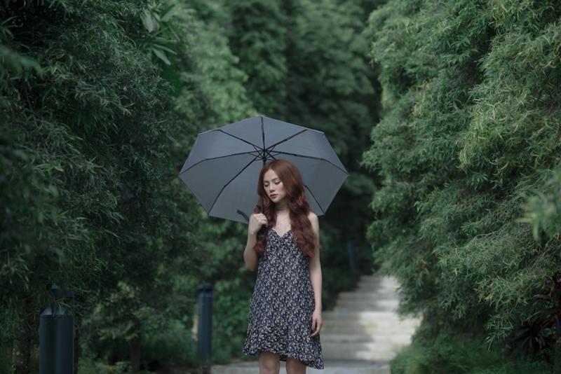 Dầm mưa và khóc nhiều giờ liên tục, Thu Thủy suýt ngất khi quay MV mới-7