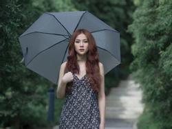 Dầm mưa và khóc nhiều giờ liên tục, Thu Thủy suýt ngất khi quay MV mới
