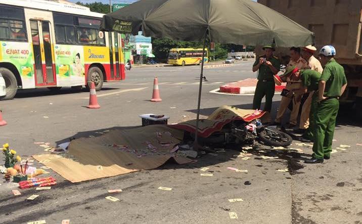 Hà Nội: Va chạm với xe tải, 3 người chết tại chỗ-3