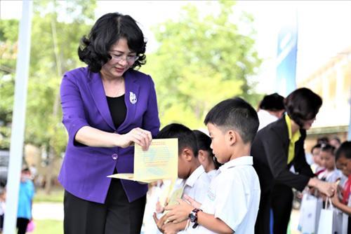 Trao 46.500 ly sữa cho trẻ em tỉnh Quảng Nam-2