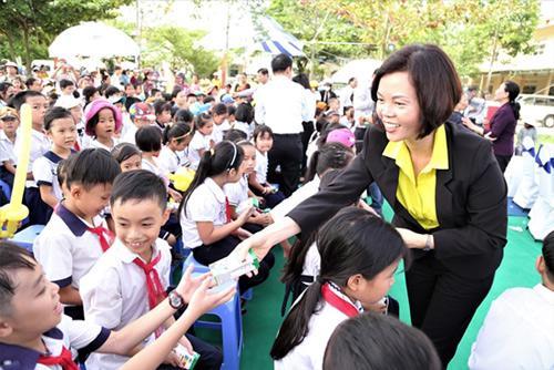 Trao 46.500 ly sữa cho trẻ em tỉnh Quảng Nam-4