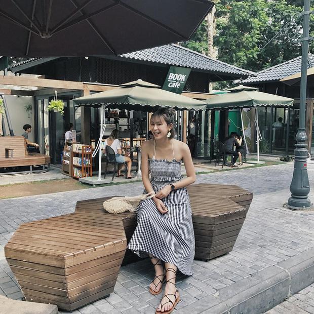 Bộ váy này đang được con gái Việt diện suốt trên Instagram, chứng tỏ gingham là hot trend 'phá đảo' hè 2017-3