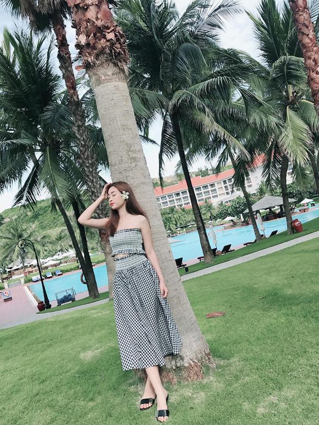Bộ váy này đang được con gái Việt diện suốt trên Instagram, chứng tỏ gingham là hot trend 'phá đảo' hè 2017-5