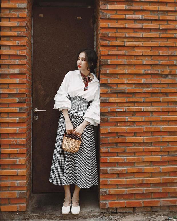 Bộ váy này đang được con gái Việt diện suốt trên Instagram, chứng tỏ gingham là hot trend 'phá đảo' hè 2017-6